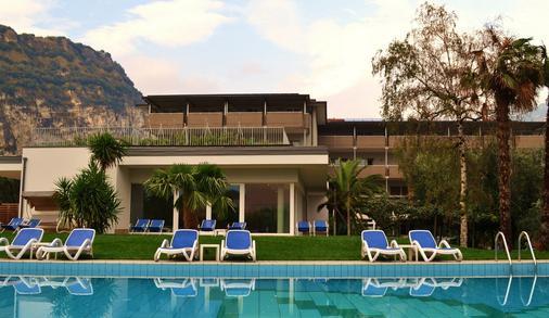 Hotel Villa Franca - Torbole - Toà nhà