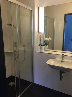 Hotel Garni Anger 5 - Bad Frankenhausen - Bathroom