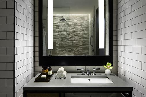 Hotel 50 Bowery, a Joie de Vivre hotel - New York - Bathroom
