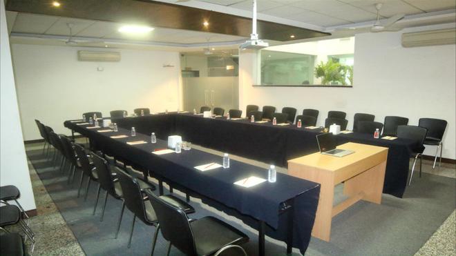 Stately Suites Golf Course Road - Gurgaon - Liikekeskus