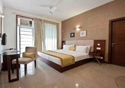 Stately Suites Golf Course Road - Gurgaon - Phòng ngủ