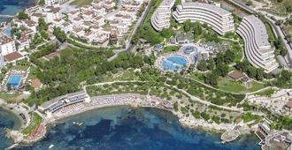 The Grand Blue Sky International - Kuşadası - Building