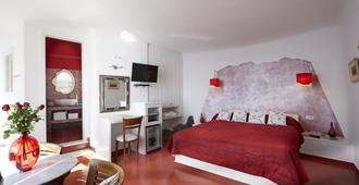 Ira Hotel & Spa - Firostefani - Slaapkamer