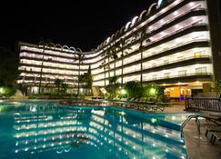 薩羅金色港口溫泉酒店 - 沙洛 - 薩洛 - 游泳池
