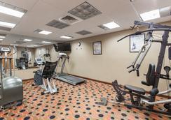 Days Inn & Suites by Wyndham Fort Pierce I-95 - Fort Pierce - Gym