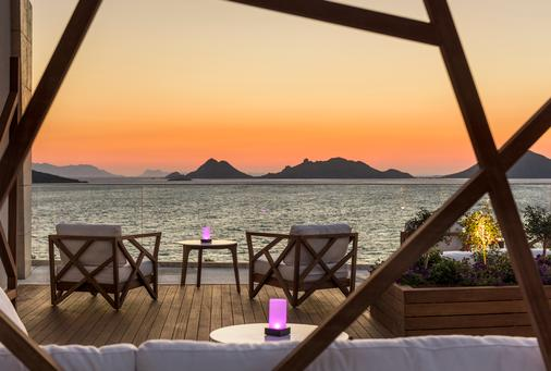 Swissôtel Resort Bodrum Beach - Bodrum - Bar