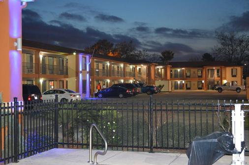 Econo Lodge - Lake Charles - Edificio