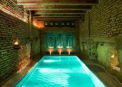 Aire Hotel & Ancient Baths - Almería - Piscina
