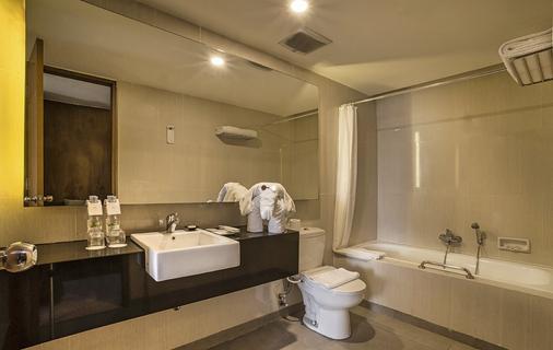 Él Hotel Royale Jakarta - North Jakarta - Phòng tắm