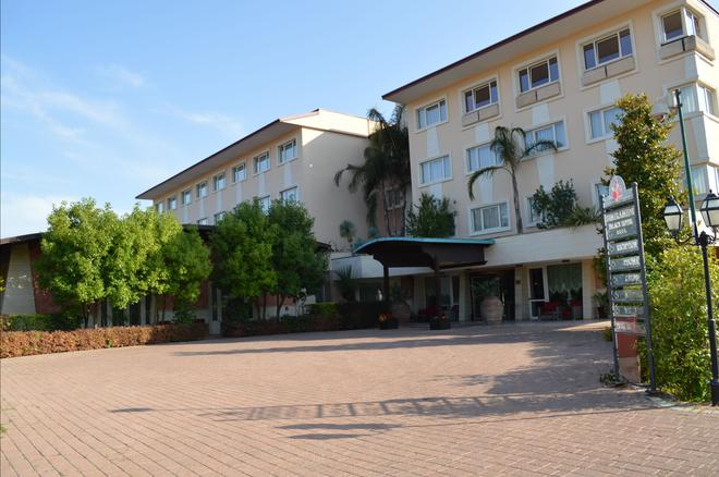 Semiramide Palace Hotel - Castellana Grotte - Building