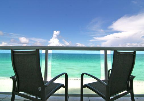 Deauville Beach Resort - Bãi biển Miami - Ban công