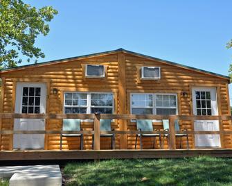 Ozark Village Resort - Lake Ozark - Building