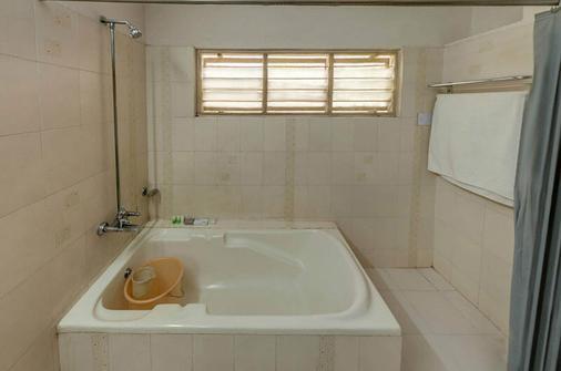 Falcons Nest Banjara Hills - Hyderabad - Phòng tắm