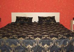 Falcons Nest Banjara Hills - Hyderabad - Phòng ngủ
