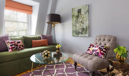 Gilded - Newport - Phòng khách