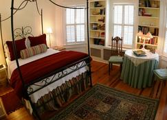 The Yellow House on Plott Creek Road - Waynesville - Bedroom