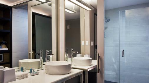 Aloft Manhattan Downtown - Financial District - New York - Bathroom