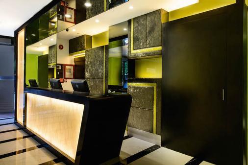 J8 Hotel - Singapore - Front desk