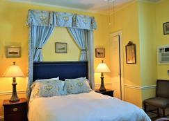 Bellevue Manor - Newport - Bedroom