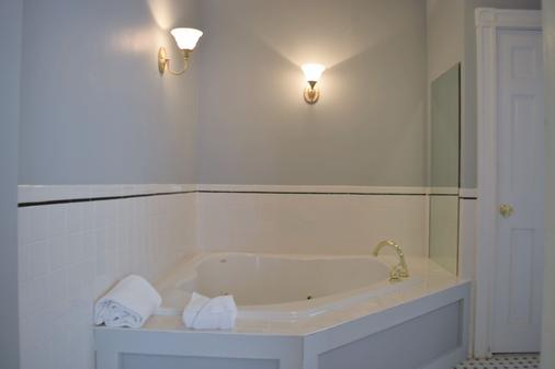 Bellevue Manor - Newport - Bathroom