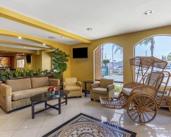 Quality Inn & Suites Westminster Seal Beach - Westminster - Lobby