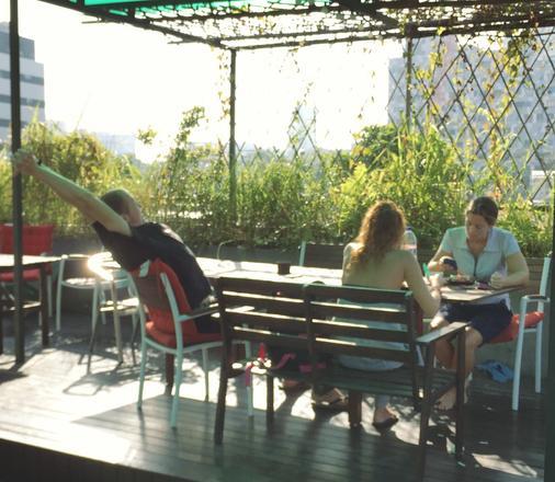 Green Kiwi Backpacker Hostel - Lavender - Singapore - Patio
