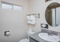 蒙特雷速 8 酒店 - 蒙特利 - 蒙特雷 - 浴室