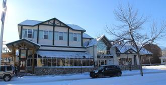 Filia Inn - Jasper - Building