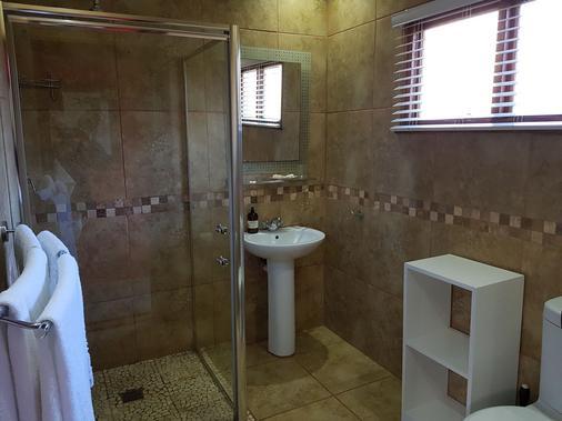 Crooked Tree Cottage - Durban - Bathroom