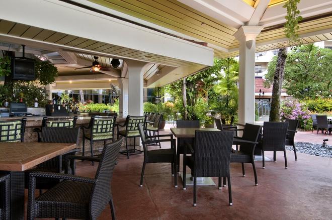 關島希爾頓度假酒店 - 關島 - 酒吧