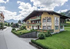 Familienresort Reslwirt - Flachau - Hotellin sisäänkäynti