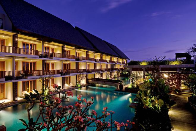 The Haven Suites Bali Berawa - North Kuta - Bể bơi