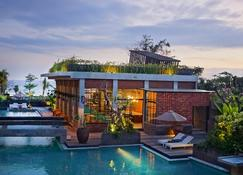 The Haven Suites Bali Berawa - North Kuta - Pileta