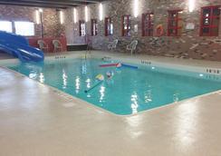 BCMInns - Lloydminster - Pool