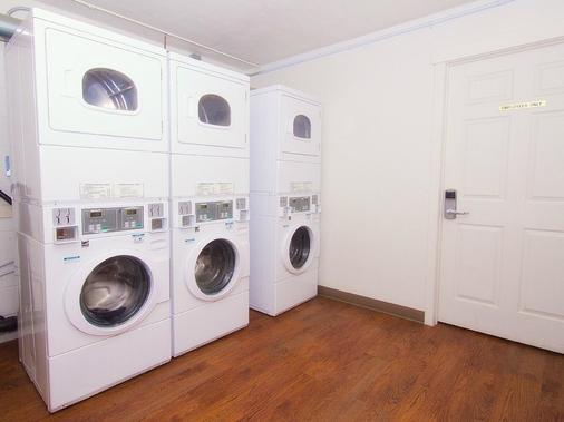 BCMInns - Lloydminster - Laundry facility