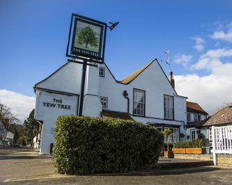 Yew Tree Inn Hotel - Bishop's Stortford - Building