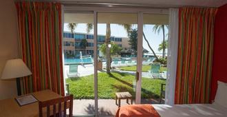 Dolphin Beach Resort - St. Pete Beach - Habitación