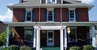 Old Clark Inn - Marlinton - Building