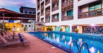 Maple Hotel - Бангкок - Бассейн