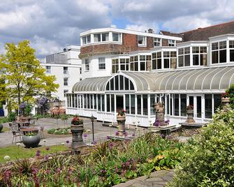 The Bromley Court Hotel - Bromley - Building