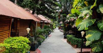 Kerala Bamboo House - Varkala - Outdoors view