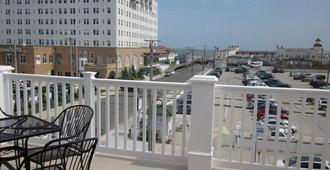 Ocean Manor 1100 Inn - Ocean City - Balkon