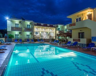 Sisi Breeze Hotel - Сіссі - Pool