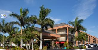 Days Inn by Wyndham Sarasota Bay - Sarasota - Rakennus