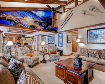 Lion Square Lodge - Vail - Living room