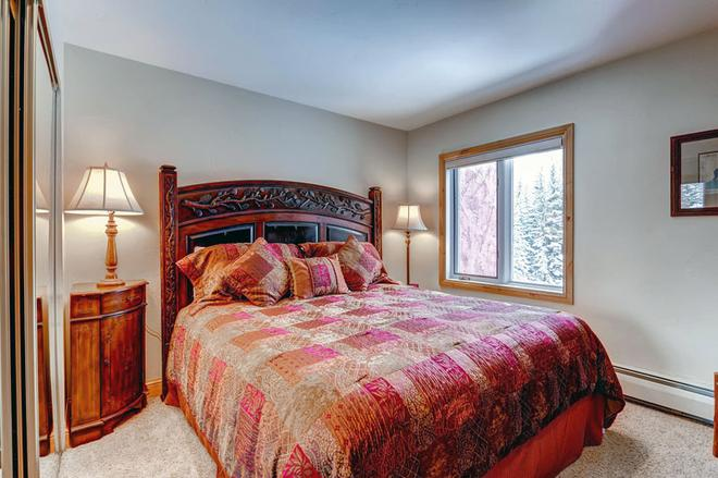 Lion Square Lodge - Vail - Bedroom