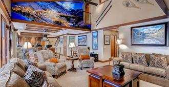 Lion Square Lodge - Vail - Living room