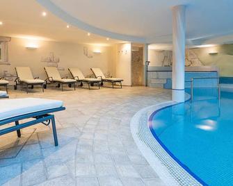 Saldur Small Active Hotel - Sluderno - Басейн