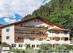 Saldur Small Active Hotel - Schluderns - Gebäude