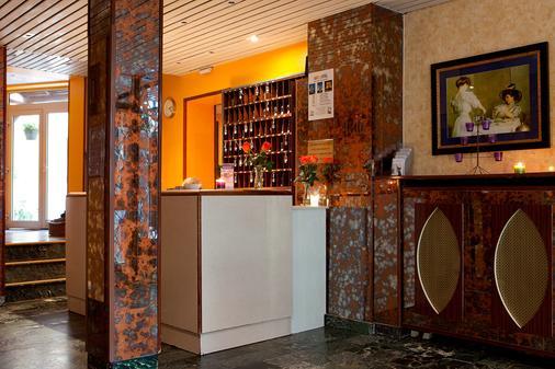Est Hotel - Paris - Lễ tân